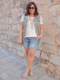 Curvy Women plus size shorts gilet hm asos gordita http://www.vistetequevienencurvas.com/2014/07/shorts-obsession-en-sitges-outfit.html