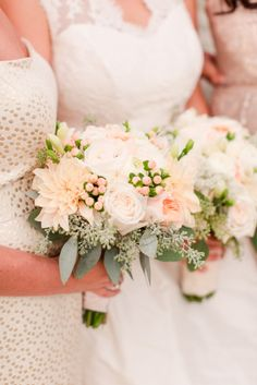 Peach bouquets: http://www.stylemepretty.com/little-black-book-blog/2015/04/10/romantic-summer-wedding-at-pippin-hill-farm-vineyards/ | Photography: Katelyn James - http://katelynjames.com/
