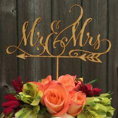 Mr&Mrs hand lettered wedding cake topper  #mrandmrs #caketopper @woodworddesigns