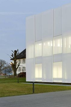 A textile skin made of glass fibre fabric, suspended in two layers, giving the building an appearance ranging from solid structure to just about to dissolve.