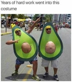 Happy Halloween to all! Bring on the Halloween Memes! Avocado Costume, Holloween Costumes For Men, Homemade Halloween Costumes, Halloween Disfraces, Halloween Kostüm, Halloween Quotes, Just For Laughs, The Funny, Costume Ideas
