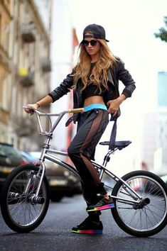 Rita Ora For Adidas Black Side Mesh Lines Joggers Cycle Chic, Cycling Girls, Cycling Wear, Cycling Clothes, Bicycle Women, Bicycle Girl, Skate, Bike Magazine, Female Cyclist
