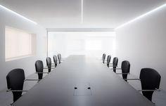 stua-dot-partners-black-chair-for-offices-017