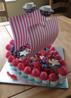 Made from marshmallows, candy, Hunnies and chocolate! Dessert Bars, Dessert Table, Comida Diy, Bar A Bonbon, Candy Cakes, Candy Bouquet, Candy Table, Candy Party, Candy Shop