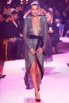 Alexandre Vauthier Fall 2017 Couture Fashion Show Collection l Womenswear l Women fashion runway look outfit gowns Haute Couture Style, Couture Mode, Couture Week, Couture Fashion, Fashion Week, Fashion 2017, Star Fashion, Runway Fashion, High Fashion
