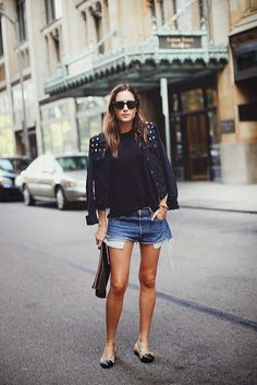 How to wear short shorts with a more laidback approach