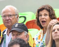The King and Queen of Sweden arrived in Rio de Janeiro to attend the last races before the closing of the Olympic Games. Here during a handball match. A homecoming for the Queen Silvia who spent his childhood in Brazil.