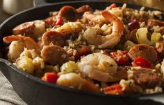 What is the Difference Between Jambalaya and Gumbo? What is the Difference Between Jambalaya and Gumbo? Creole Recipes, Cajun Recipes, Cajun Food, Yummy Recipes, Gumbo, How To Cook Boudin, Comfort Foods, Shrimp And Sausage Jambalaya, Gastronomia
