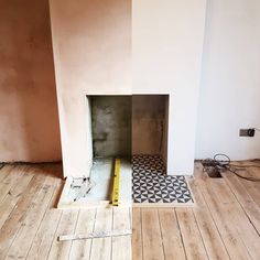 Most recent Cost-Free Fireplace Hearth floor Concepts What a difference in just … – farmhouse fireplace tile Fireplace Hearth Tiles, Unused Fireplace, Fake Fireplace, Concrete Fireplace, Bedroom Fireplace, Living Room With Fireplace, Cosy Fireplace, Fake Wood Flooring, Tiled Floors