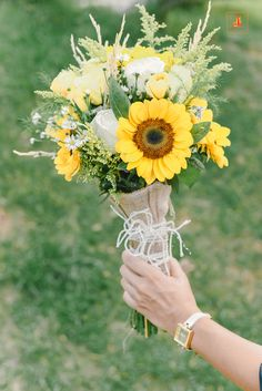 Rustic sunflower wedding in Hanoi, Vietnam Wedding Planner: The Sisters Wedding Decoration Team: Kwai #rusticwedding #sunflowers #centerpiece #vietnamweddingplanner #weddingplanner #destinationwedding #yellowwedding #greenwedding #woodwedding #outdoorwedding #arch #bouquet #weddingbouquet #sunflowerbouquet