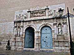 Portada plateresca de l'esglesia de Magadalena a Olleria