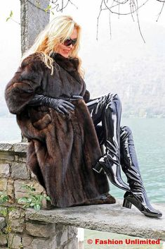 Fur coat, Leather gloves and Crotch Boots (Fashion Unlimited) Tags: leather lady fur long boots coat crotch gloves patent Mode Latex, Crotch Boots, Leder Outfits, Black Leather Gloves, Hot High Heels, Sexy Boots, Fur Fashion, Sexy Outfits, Lady