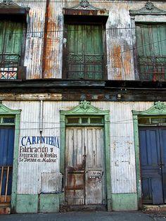 El Salvador - Carpinteria en el viejo San Salvador o Centro Historico