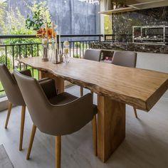 Varanda maravilhosa {} E o que falar dessa mesa? Linda!  Espaço perfeito para relaxar e receber os amigos { Projeto Chris Silveira }