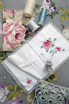 Keep your sewing and embroidery needles safe in this beautiful rose embroidery design fabric book. Rose Embroidery, Embroidery Fabric, Hand Embroidery Designs, Embroidery Patterns, Embroidery Needles, Needle Case, Needle Book, Free Sewing, Sewing Kits