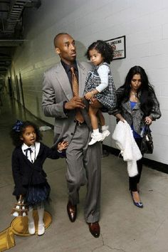 NBA Lakers player Kobe Bryant and his wife Vanessa attended the Los Angeles Lakers Final Game 3 with their daughters Natalia(l) and Gianna(R) on June more about Kobe's victorious wi… Kobe Bryant And Wife, Kobe Bryant Daughters, Kobe Bryant Family, Bryant Lakers, Kobe Bryant Nba, Dodgers, Black Celebrity Kids, Lakers Kobe, Kobe Brayant