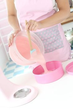 Baking day in pink Pastel Kitchen, Ice Cream Candy, Everything Pink, Pretty Pastel, Boutique, Vintage Kitchen, Girly Things, Creme, Sweet Treats