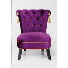Bijzonder opvallende stoel door zijn model en kleur.