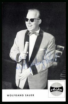 Wolfgang Sauer (* 2. Januar 1928 in Elberfeld. † 26. April 2015 in Köln war ein deutscher Jazz- und Schlagersänger, Pianist, Musiker und Rundfunkmoderator. Mit seiner ersten Ehefrau Gisela († 1988), mit der er seit 1954 verheiratet war, hatte er einen gemeinsamen Sohn. In zweiter Ehe heiratete er 1992 Ingeborg Sauer († 2012). Am 26. April 2015 starb Wolfgang Sauer im Alter von 87 Jahren.