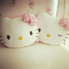 hello kitty pillows I've wanted these sexy UGG forever. Hello Kitty Rooms, Hello Kitty My Melody, Sanrio Hello Kitty, Here Kitty Kitty, Sewing Pillows, Diy Pillows, Wonderful Day, Pusheen, Chibi