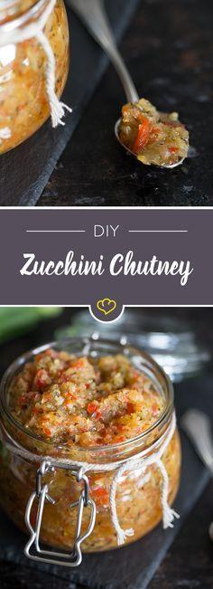 Ob zum Verschenken oder selber Genießen - ein fruchtig scharfes Chutney aus frischen Zucchini, Paprika und Zwiebeln kommt zu Baguette und Co. immer gut an.