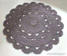 List of attractive matto virkattu ohje ideas and photos Carpet Crochet, Crochet Doily Rug, Crochet Cushions, Crochet Home, Crochet Stitches, Knit Crochet, Crochet Patterns, Crochet T Shirts, Diy Earrings