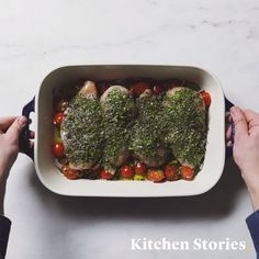 Quick chicken breast fillet with tomatoes and herbs from the oven - Low Carb Rezepte - schnell & einfach Lunch Snacks, Lunch Recipes, Paleo Recipes, Chicken Breast Fillet, Roasted Chicken Breast, Roast Chicken, Chocolate Cake Recipe Easy, Inexpensive Meals, Food For A Crowd