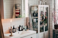 Pink Bathroom: Designs & Decoration Photos - Home Fashion Trend Bathroom Inspiration, Interior Inspiration, Minimalist Apartment, Bathroom Interior Design, Beautiful Bathrooms, Home And Living, Living Room, Decoration, Bathroom Countertops