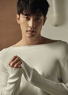 Sung Hoon has landed a lead role in an upcoming pre-produced drama, capitalizing on his recent and growing wave of popularity (thanks in large part to his crowd-pleasing loveline with Shin Hye-sun in Five Kids; he was also a cute sidekick in last year's Oh My Venus). He'll be the leading man in a rom-com …