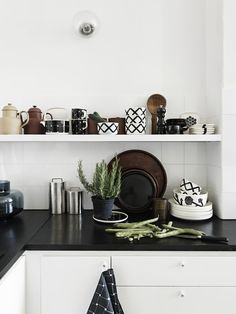 Carina Seth Andersson's new collection for Marimekko Decor, Kitchen Inspirations, Interior, Dwell Kitchen, Kitchen Remodel, Kitchen Decor, Marimekko, Kitchen Dining Room, Home Kitchens