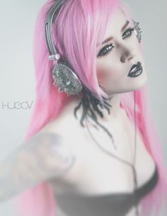 pink hair with graphite lips looks amazing