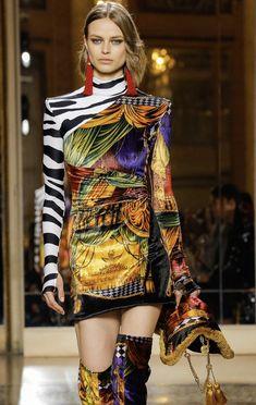 VERSACE Fall 2018 Menswear Look #40 up close details
