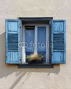 #fenêtre #window #bleu #blue #house - photo © Jonathan Stutz