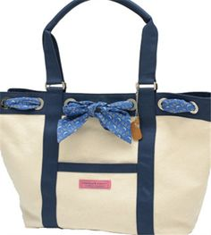 TriDelta VV tote, complete with bow