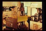 Beschicken - Presse mit importiertem Industrieroboter und Sondermaschine, Farb-Diapositiv, Kleinbildformat 24x36mm, 1985