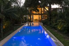 Completed in 2013 in Merida, Mexico. Images by Pim Schalkwijk. house on two levels located in Mérida, Yucatán, located in a regular plot of eleven by forty meters. This house was designed for a couple,. Design Your Dream House, House Design, Simple Pool, Small Pool Design, Modern Pools, Garden Pool, Large Homes, Pool Designs, Amazing Architecture