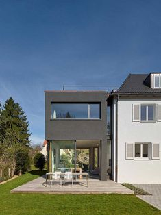 Wohnhaus in Stuttgart Residence - e-architect Architecture Details, Interior Architecture, German Houses, Building Extension, Building Images, House Extensions, Home Additions, Traditional House, Ideal Home