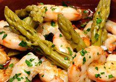 Revuelto de trigueros con gambas, un clásico de los bares andaluces! / Sautéed asparagus with shrimp, a classic in Andalusian bars!