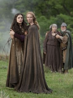 Charlotte Riley as Caris and Cynthia Nixon as Petranilla in World Without End (TV Series, 2012).