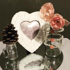 Check it out! Special Day, Snow Globes, Perfume Bottles, Check, Beauty, Home Decor, Beleza, Homemade Home Decor, Interior Design