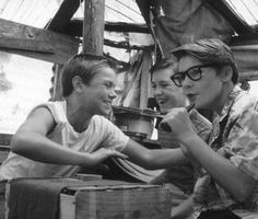 Stand by me <3 I love river phoenix. He looks so happy in this picture. R.I.P.