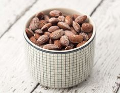 Recipe for super simple and very delicious salted almonds. They are perfect as a snack or in between to meals. Done in 40 minutes! Clean Recipes, Dog Food Recipes, Snack Recipes, Cooking Recipes, Salted Almonds Recipe, Tefal Snack Collection, Creamy Spinach Dip, Healthy Snacks, Healthy Recipes