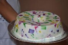 Mosaico de Gelatina ou Gelatina colorida com leite de coco é uma deliciosa opção para sua sobremesa! Fácil e rápido de fazer, com certeza vai agradar a todos, principalmente as crianças.