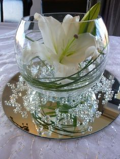 Centerpiece: Bubble Vase with Mirror - Centerpiece: Bubble Vase with Mirror Table Centrepiece, Lily with clear water pearls, grass, diamond scatters, and mirror…. Fish Bowl Vases, 60 Wedding Anniversary, Diamond Anniversary, Vase Centerpieces, Fishbowl Centerpiece, Centerpiece Ideas, Mirror Centerpiece, Summer Centerpieces, Creation Deco