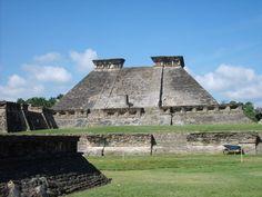 Vue du bâtiment 5 au site archéologique précolombien d'El Tajín. La cité préhispanique d'El Tajin au Mexique est classée au patrimoine mondial de l'UNESCO.