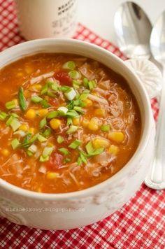 Kolorowa i bardzo smaczna zupa – trochę podobna do tej , którą przygotowywałam już dawno temu, teraz jednak wzbogacona o paprykę i pomidory....