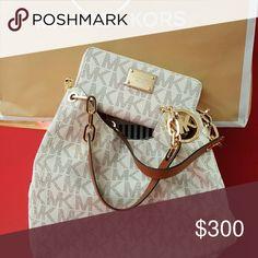 PRICE REDUCED!!!!!! Vanilla signature bag set MICHAEL Michael Kors Bags Shoulder Bags