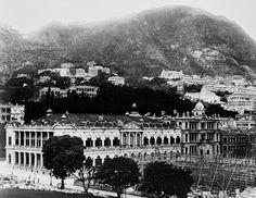 建築中的高等法院及背景中的大會堂