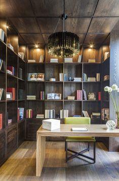 Projeto de um escritório com mistura dos tons de madeira!