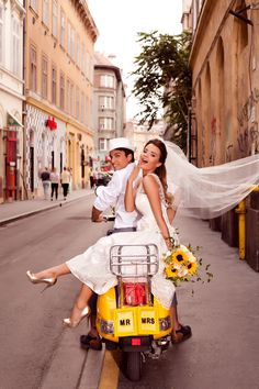 Wedding Photography – The best suggestions. sweet wedding photography couple reference 4475945652 pinned on 20190422 Wedding Photography – The best suggestions. sweet wedding photography couple reference 4475945652 pinned on 20190422 Pre Wedding Photoshoot, Wedding Poses, Wedding Shoot, Post Wedding, Wedding Photography Styles, Couple Photography, Funny Photography, Vespa Wedding, Funny Wedding Photos